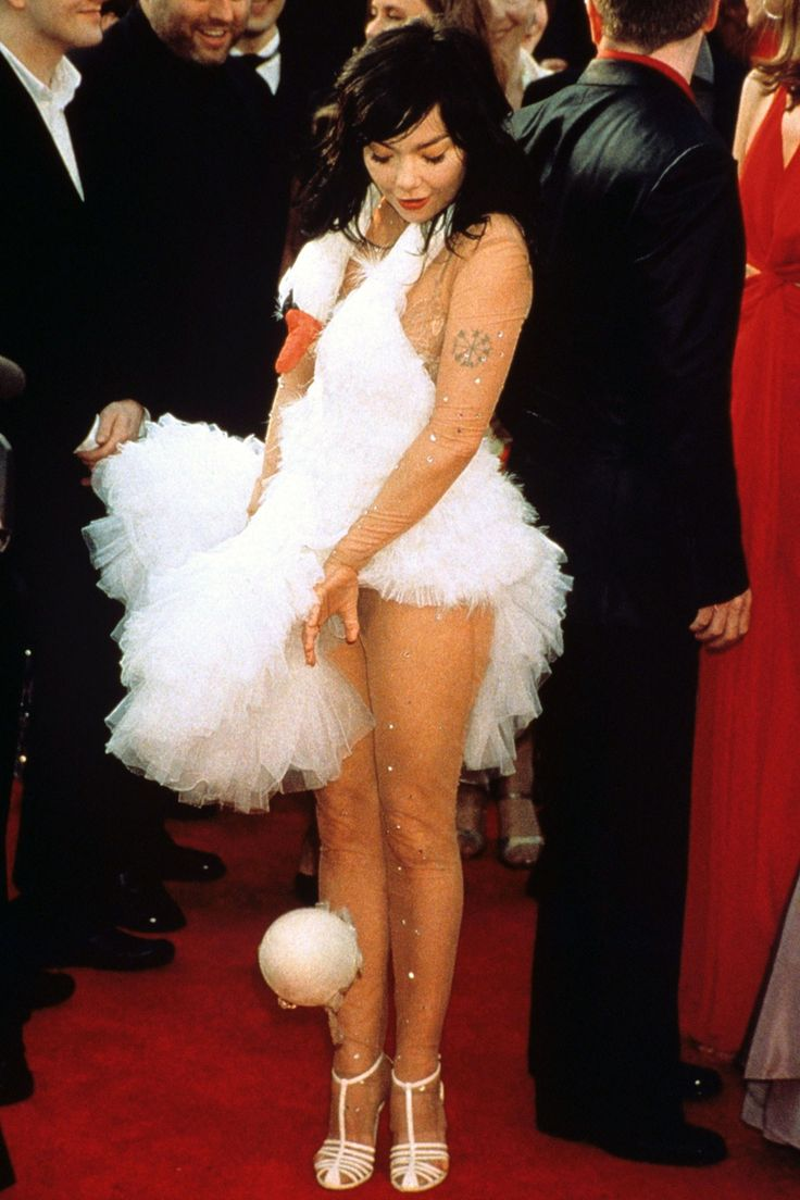 Björk Leaves a 'Surprise' on the Red Carpet