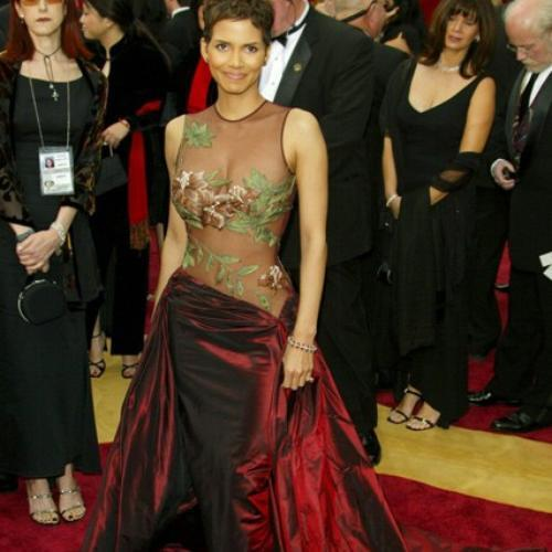 Halle Berry in Elie Saab (2002)
