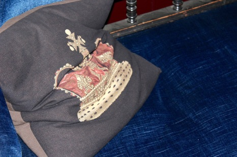 Crowned Cushion